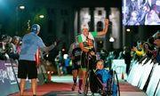 Cuộc đua Ironman 225 km của mẹ con sau mổ não