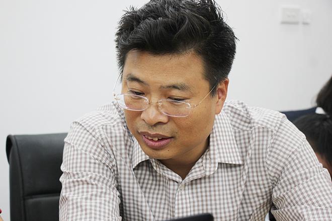 Phó giáo sư, bác sĩ Doãn Ngọc Hải cung cấp cho độc giả nhiều thông tin bổ ích về việc hạn chế tối đa môi trường ô nhiễm.