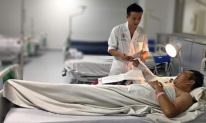 Bệnh nhân đang hồi phục saunối cánh tay. Ảnh: Bệnh viện cung cấp.