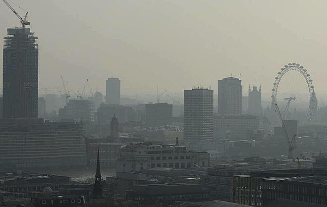 Ô nhiễm không khí cũng có khả năng là một trong những lý do gây ra 230 trường hợp nhập viện bổ sung do đột quỵ. Ảnh: BBC