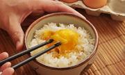 Có nên ăn trứng gà sống?