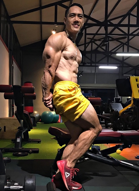 Hiện tại, Dũng cao 1m73, nặng 79 kg vừa làm huấn luyện viên vừa là vận động viên thể hình. Ảnh nhân vật cung cấp