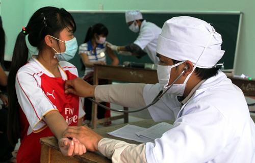 Học sinh Quảng Nam được tiêm vắc xin bạch hầu. Ảnh: Đắc Thành.