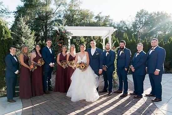 Cặp đôi mới tổ chức đám cưới trong sự chúc phúc của mọi người. Ảnh: Good Morning America