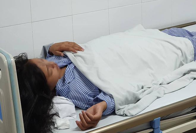 Bệnh nhi đang được điều trị tại Bệnh viện Da liễu Trung ương. Ảnh: Dương Hải.