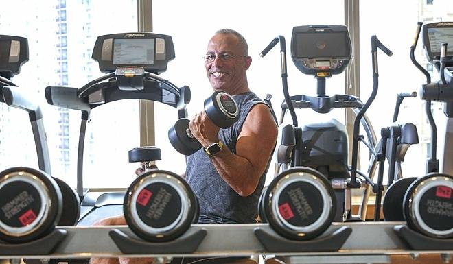 Ông Charles tại phòng tập gym. Ảnh: SCMP