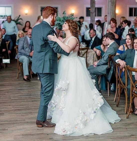 Jake và Lauren hạnh phúc trong ngày cưới. Ảnh: Good Morning America