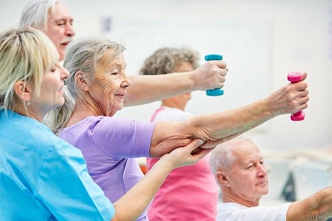 Người già nên vận động thường xuyên để đốt cháy