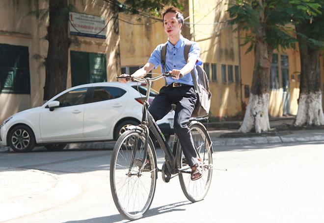Nhà cách trường khoảng 1km nhưng Phạm Đức Chinh vẫn đều đặn đạp xe đến trường từ năm nhất đại học. Ảnh: Thùy An