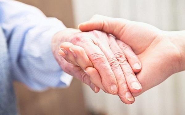 Thư của tác giả Nguyễn Thị Thu Trang gửi những người bệnh ung thư lớn tuổi. Ảnh minh hoạ.