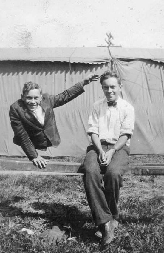 Johnny (bên trái)và Robert. Ảnh:Pinterset