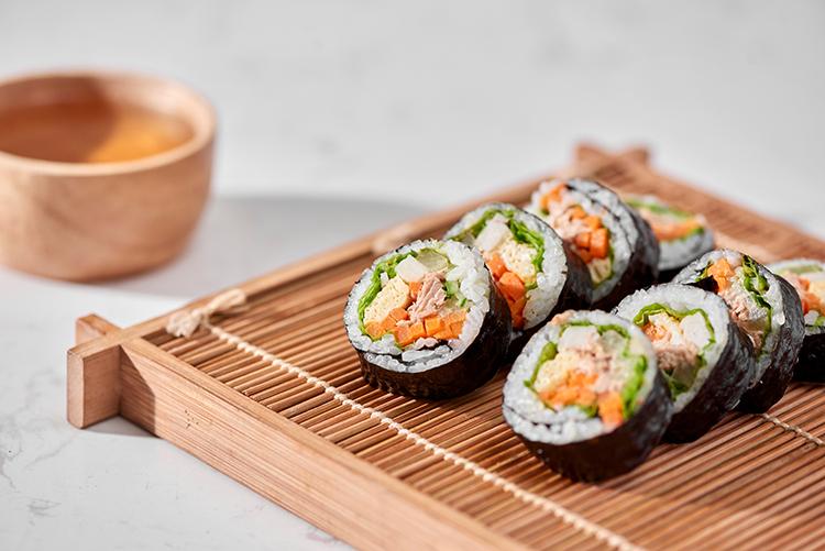 Cơm cuộn là món ăn nổi tiếng của Hàn Quốc. Ảnh: Shutterstock.