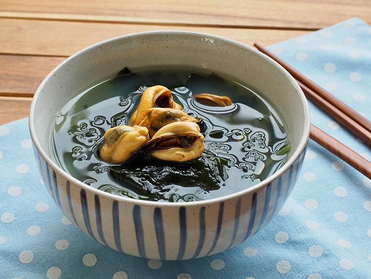 Canh rong biển thịt bò bổ dưỡng, thơm ngon, dễ ăn. Ảnh: Shutterstock.