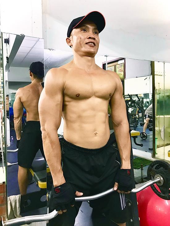 Anh Vàng tập gym từ 30 phút đến một tiếng mỗi ngày để cơ bắp chắc khỏe, dẻo dai hơn. Ảnh: Nhân vật cung cấp