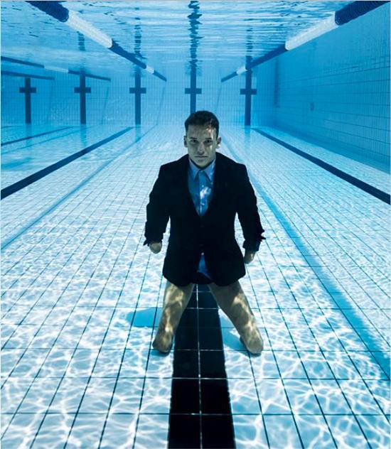 Anh không cảm nhận được những khiếm khuyết của mình khi ở dưới nước. Ảnh: Théo Curin