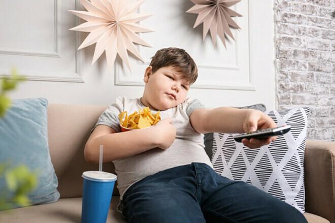 Trẻ em là con một có nguy cơ mắc bệnh béo phì cao hơn 7 lần so với trẻ có nhiều anh chị em. Ảnh: Shutterstock