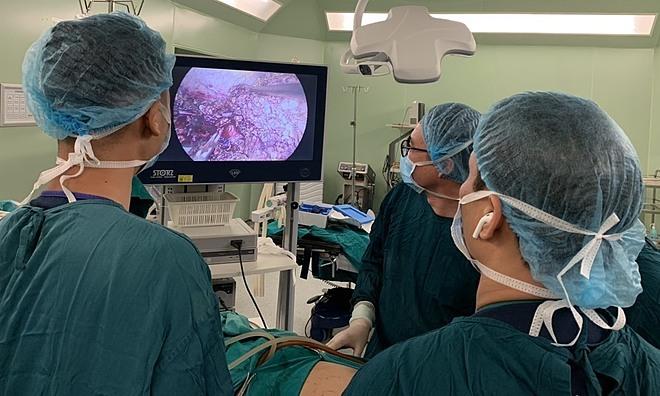 Bệnh nhân được phẫu thuật nội soi cắt u gan tại Bệnh viện Bạch Mai. Ảnh: Mai Thanh.