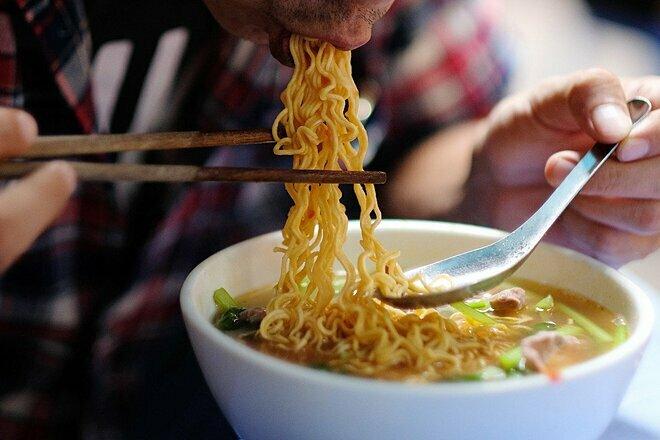 Sự tiện lợi của các sản phẩm siêu chế biến như mỳ ăn liền để lại nhiều hậu quả cho sức khỏe người tiêu dùng. Ảnh: SCMP