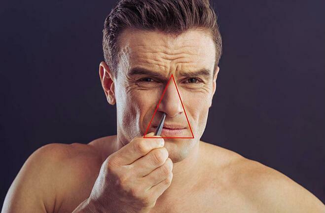 Lông mũi nằm trong vùng tam giác chết trên khuôn mặt nên việc nhổ lông mũi có thể gây hại sức khỏe. Ảnh: Independent