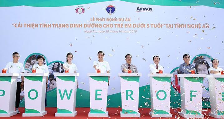 Lãnh đạo Sở Y tế Nghệ An cùng Amway Việt Nam phát động dự án hỗ trợ dinh dưỡng vào ngày 30/10.