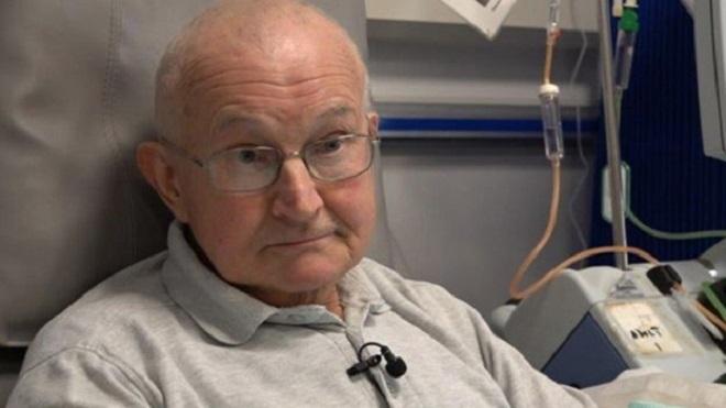 Ông John chuẩn bị tâm lý cho trường hợp xấu nhưng vẫn hi vọng về kết quả khả quan. Ảnh: BBC