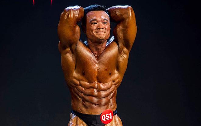 Khi biểu diễn, bạn sẽ được bôi lớp dầu để hiện rõ cơ bắp và đường gân trên cơ thể. Càng rõ nét càng đẹp. Ảnh: Nhân vật cung cấp