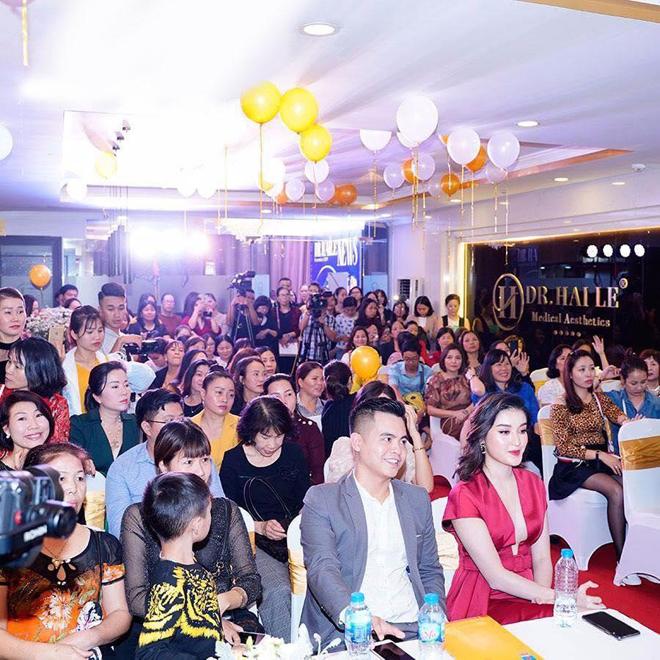 Đông đảo khách hàng dự sự kiện công bố công nghệ mới của Dr. Hải Lê.