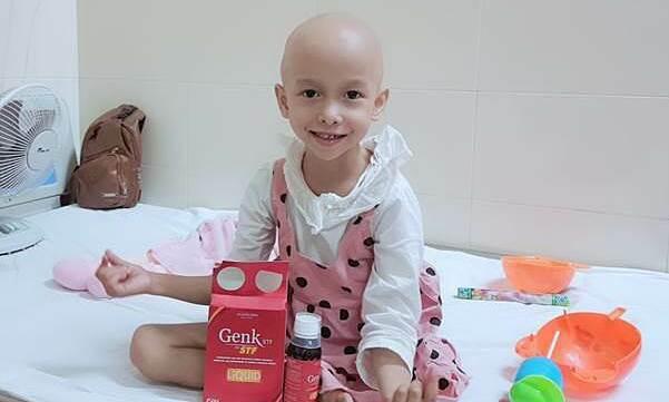 Bà ngoại 70 tuổi chăm cháu mất một chân vì ung thư