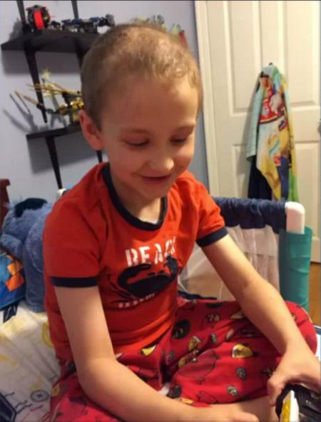 Cậu bé Bryan mắc bệnh bạch cầu hơn một năm nay. Ảnh: Yahoo.