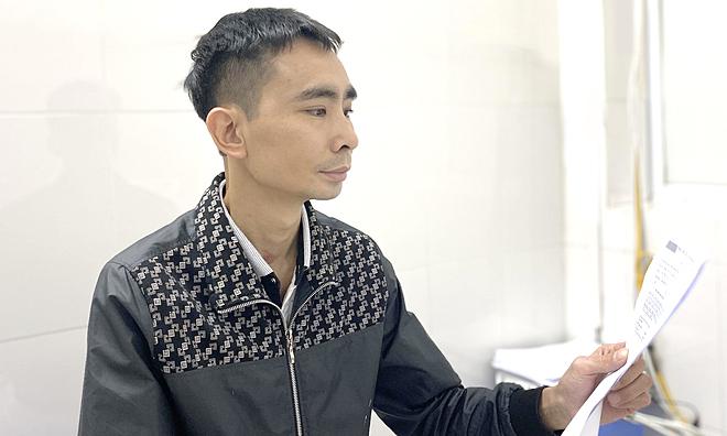 Anh Khương tái khám tại Bệnh viện Việt Đức, ngày 2/12. Ảnh: Thảo My.