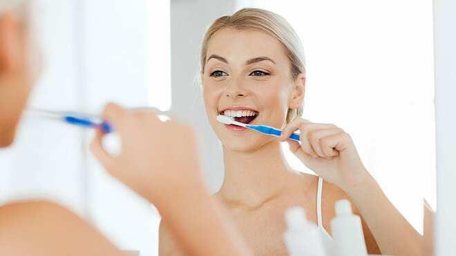 Đánh răng ba lần một ngày giảm thiểu nguy cơ mắc bệnh tim mạch. Ảnh: California Family Dental
