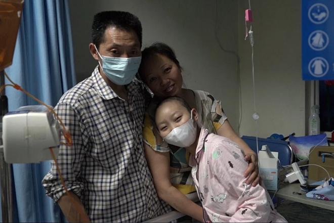 Gao Zhaoruoyi (phải) được chẩn đoán mắc bệnh ung thư năm 2017. Ảnh: SCMP