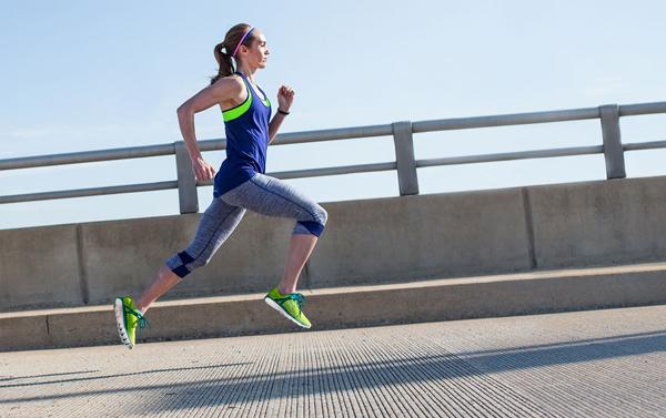 Chạy bộ góp phần giữ vóc dáng đẹp, cân nặng như ý. (Ảnh minh họa)