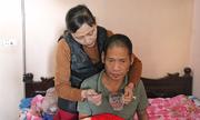 Vợ ung thư tuyến giáp chăm chồng liệt do tai biến