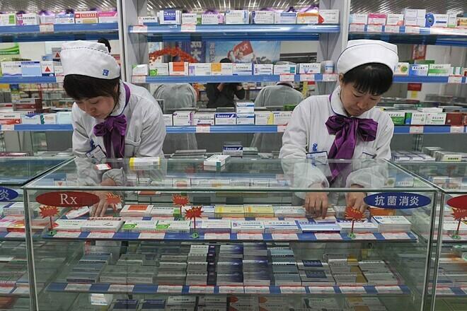 Giá bán của thuốc generic tại Trung Quốc cao hơn Mỹ khoảng 55%. Ảnh: EPA