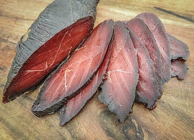 Thịt ngỗng màu sẫm, giống thịt bò ngỗng có màu thịt sẫm, hương vị đậm và béo hơn so với thịt gà hay thịt vịt. Ảnh: Realtree