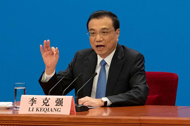 Thủ tướng Lý Khắc Cường mở hai cuộc họp vào tháng 4 và 6 năm ngoái thảo luận vấn đề giảm giá thuốc. Ảnh: