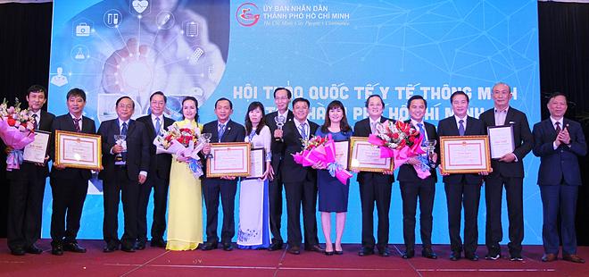 Các sản phẩm Bệnh viện Bình Dân, Quận Thủ Đức, Nhân dân Gia Định, Nhi đồng 1 được trao giải nhất giải thưởng Y tế thông minh TP HCM chiều 14/12. Ảnh: Lê Phương.