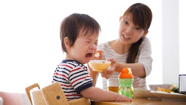 Trẻ biếng ăn do nhiều nguyên nhân (Ảnh minh họa).