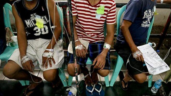 Các bệnh nhân đã được đưa vào bệnh viện. Ảnh: Reuters