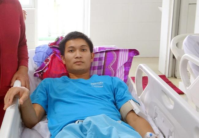 Bệnh nhân Khánh đã tỉnh táo và mong được hỗ trợ để đặt máy ICD. Ảnh: Trần Phương.