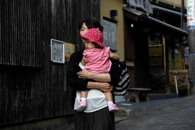 Số lượng trẻ em được sinh ra ở Nhật Bản đã giảmxuống dưới 900.000. Ảnh: AFP