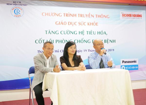 Đội ngũ chuyên gia chia sẻ trong chương trình: bác sĩ  chuyên khoa II, Hồ Tấn Phát (bên phải), Tiến sĩ, bác sĩ Lưu Ngân Tâm (ở giữa), ông Mai Thế Trung (bên trái).