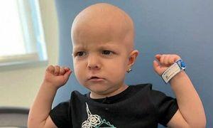 Bé gái 2 tuổi chiến thắng ung thư buồng trứng