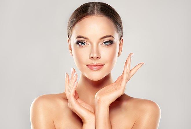 Thường xuyên quan sát những thay đổi trên khuôn mặt là cách phát hiện bệnh và chăm sóc sức khỏe cho bản thân. Ảnh: vishka skin care