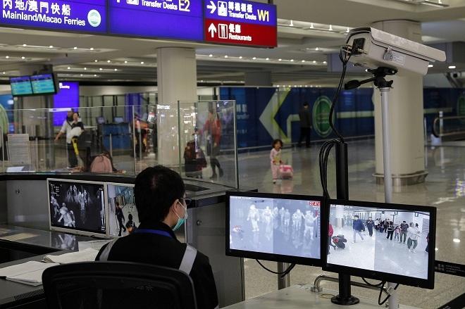 Kiểm tra y tế tại các sân bay. Ảnh:AP