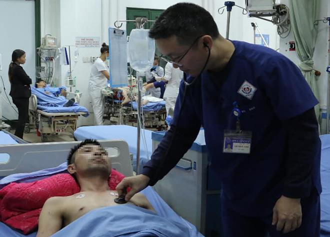 Bệnh nhân bị ngộ độc rượu ngâm hạt cau.Ảnh: Bệnh viện cung cấp.