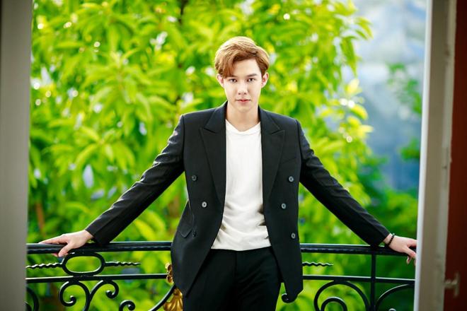 Một số ý kiến nhận định trông Minh Hoàng giống Nickhun - một diễn viên, ca sĩ người Thái.