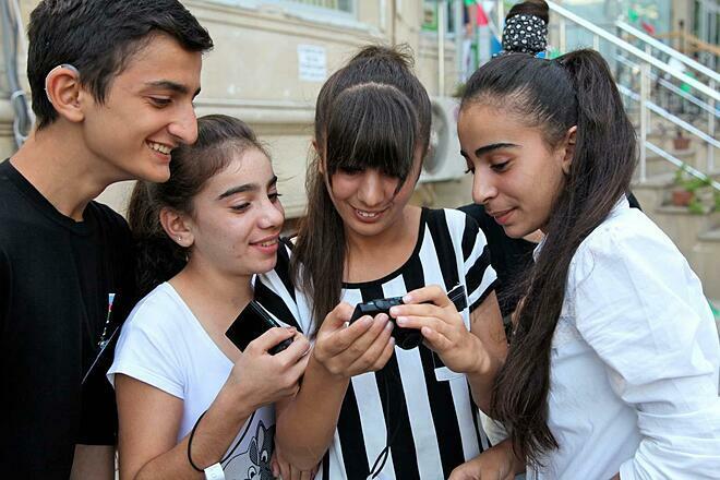 WHO đưa thanh thiếu niên vào danh sách đối tượng cần được chăm sóc, giáo dục y tế. Ảnh: UNICEF