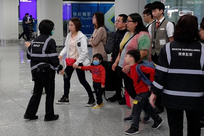 Kiểm tra y tế tại sân bay. Ảnh: Associated Press